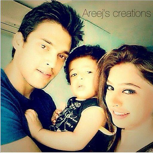 Malhotra Family ;) Epic MaNan Pic.