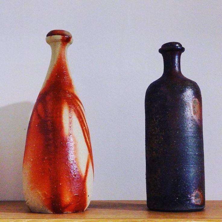 ジェイムスさん作、ボトル。お水を美味しくします。イギリス出身の陶芸家ジェイムス・イラズムスさんと奥様で丹波布作家のイラズムス・千尋さんの二人展「Mr.&Mrs.Erasmus -二人展」は本日から!  #ジェイムス・イラズムス #イラズムス・千尋 #織部下北沢店 #備前 #陶器 #器 #ceramics #pottery #clay #craft #handmade #oribe #JamesErasums