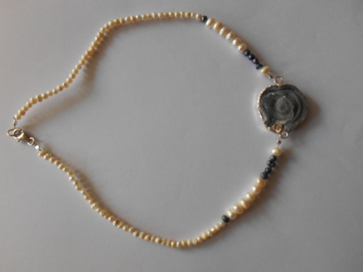 Pearls, silver 925o and achate in the center for a very beautiful necklace@@ The other side of achate!!