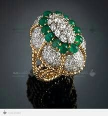 Veschetti,emerald and diamonds ring