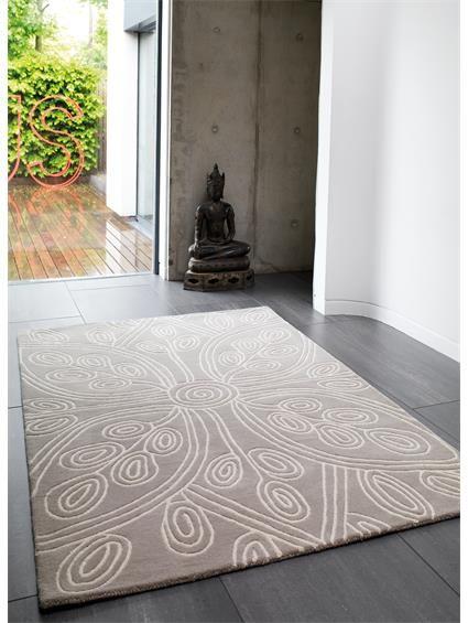 http://www.benuta.de/teppich-matrix-kaya-beige.html Dieses floral inspirierte Design bringt ein romantisches Ambiente in Ihre Wohnung. Der benuta Matrix Kaya ist farblich schlicht gehalten, aber durch sein Blumen-Ornament doch auffallend. Der aus Wolle handgetuftete Teppich ist flauschig weich. Sein qualitativ hochwertiges Material macht ihn robust und pflegeleicht. Der modern designte Teppich fügt sich in die unterschiedlichsten Wohnstile ein.