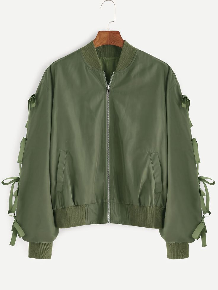 ¡Cómpralo ya!. Bow Embellished Shirred Sleeve Bomber Jacket. Green Polyester Casual Cute Stand Collar Short Zipper Spring Fall Plain Fabric has no stretch Jackets. , chaquetabomber, bómber, bombers, bomberjacke, chamarrabomber, vestebomber, giubbottobombber, bomber. Chaqueta bomber  de mujer color verde oliva,verde de SheIn.