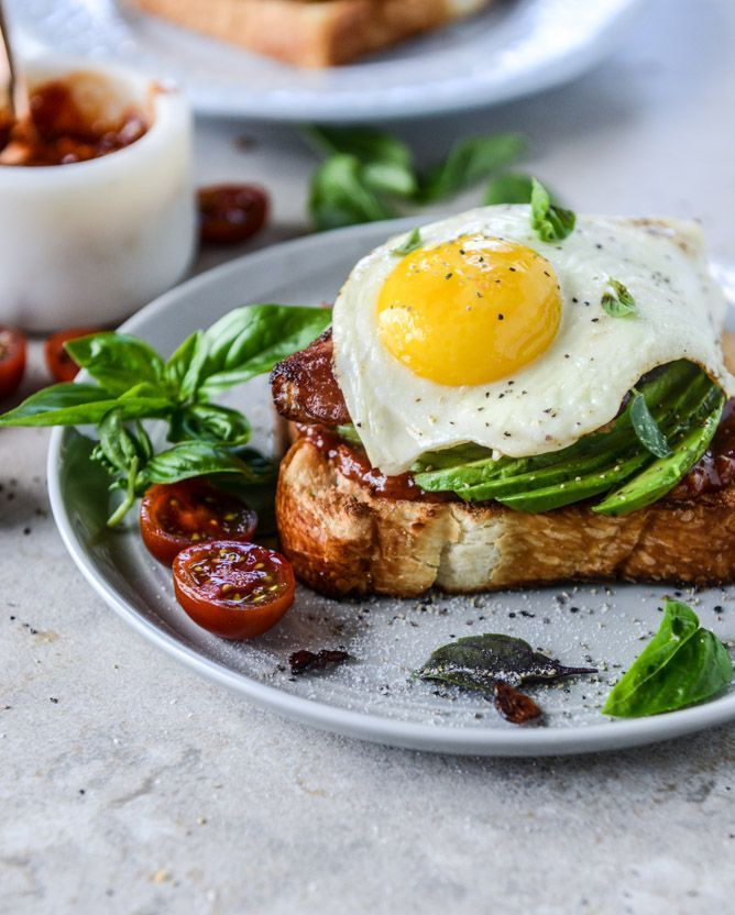 avocado, bacon and egg toast with quick tomato jam by @howsweeteats I…