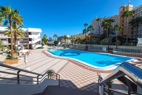 Corona Blanca  Description: Ligging: Corona Blanca in Playa del Ingles Corona beach ligt in Playa del Ingles op circa 500 meter van het fijne strand van Playa del Ingles. San Fernando vindt u op zo?n 2 kilometer afstand. De dichtstbijzijnde winkels en een bushalte vindt u al op ongeveer 50 meter. Faciliteiten: Corona Blanca 2-sterrencomplex Corona Blanca bestaat uit 123 appartementen gelegen in één gebouw met 8 verdiepingen. Er zijn 2 liften. Er is een 24-uursreceptie lobby en bagageruimte…