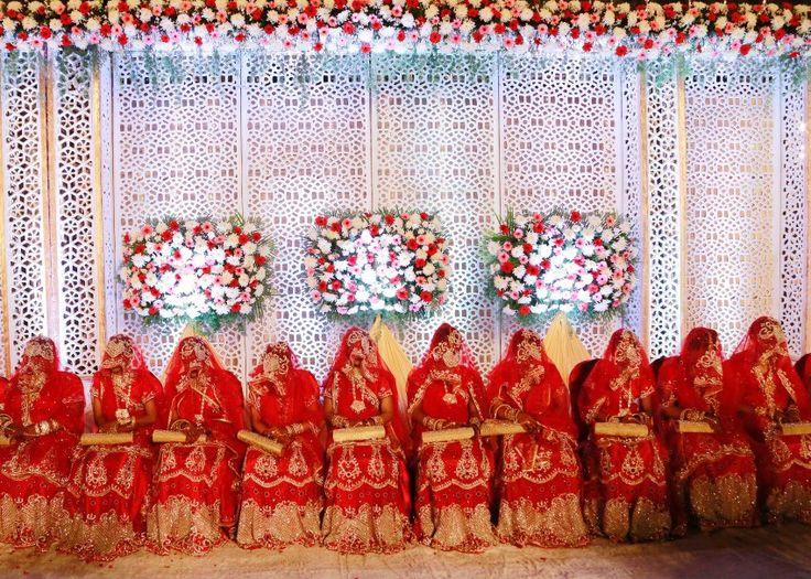 Bräute bei einer muslimischen Massenhochzeit im indischen Mumbai. Massenhochzeiten werden in Indien von sozialen Organisationen organisiert, um Familien zu unterstützen, die die Kosten einer Eheschließung allein nicht tragen könnten.
