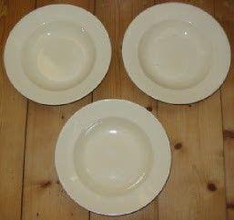 3 Creme-kleurige diepe borden van Societé Ceramique