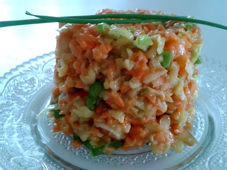 KOCHGARTEN: Ein Salat wie Kinder ihn lieben MÖHREN-APFEL-CASHEW-SALAT