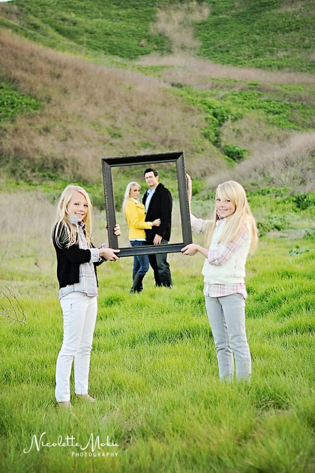 Have the kiddos hold up a picture frame with mom and dad in the distance! How fun is this?!?! =)