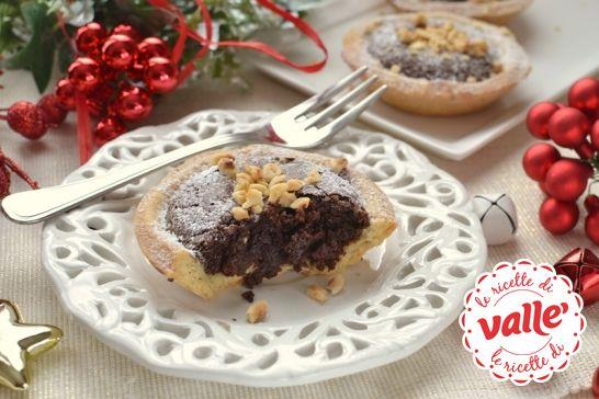 Un #dolce da leccarsi i baffi: #Tortini al #cioccolato e #nocciola.  Scopri la ricetta...