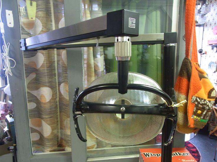 Te koop, te gekke tandartslamp. Mooie industrieel design lamp. Te monteren aan de vloer of op een plateau. Prijs op aanvraag.