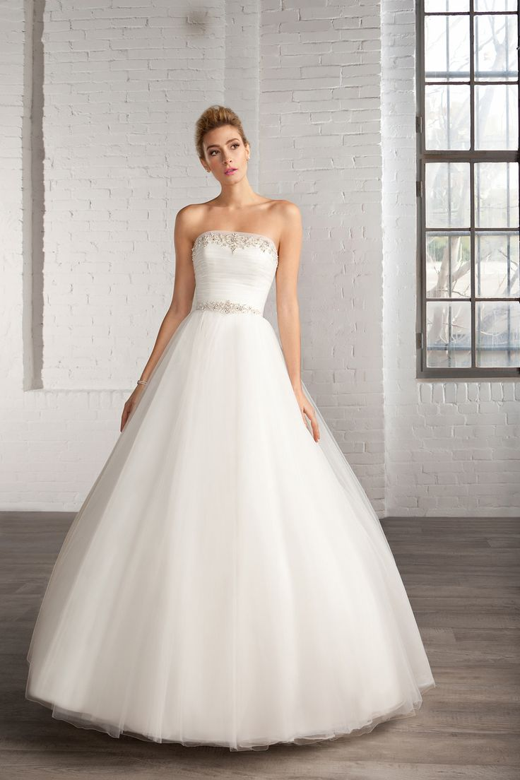 Cosmobella Style 7780: Cosmobella 2016 bridal collection : https://www.itakeyou.co.uk/wedding/cosmobella-wedding-dress-2016 #weddingdress #weddingdresses