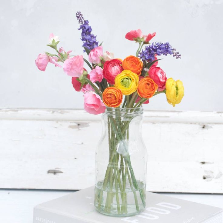 Are you interested in our Faux Ranunculus bouquet? With our artificial flower bouquet you need look no further.