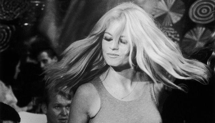 Fotos de celebridades vintage arrasando nas pistas de dança   Universo Retro