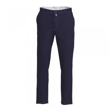 These tailored fit navy chinos are perfect for everyday wear, team with a classic white shirt to complete the look. Features include - belt loops, house lining on the inside waistband, side pockets and double jetted button hip pockets.