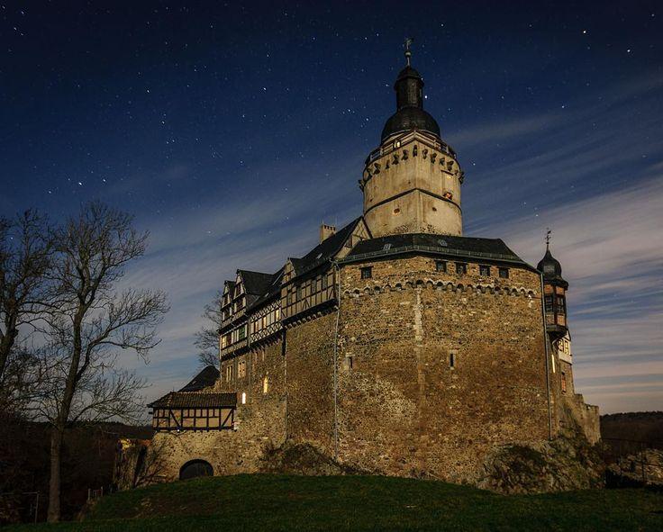 「Wolfgang Schmidt aus Meisdorf hat die Burg Falkenstein im Selketal, beleuchtet nur vom Mond, fotografiert. Ein wirklich tolles Bild.  #falkenstein #harz…」                                                                                                                                                                                 More