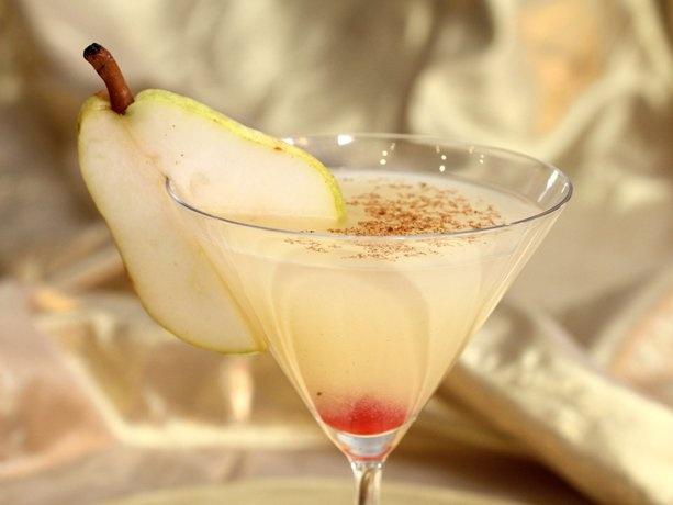 Elegant Spiced Pear MartiniHoliday Parties, Martinis Recipe, Pears Martinis, Food, Vanilla Vodka, Spices Pears, Cocktails, Elegant Spices, Christmas Drinks