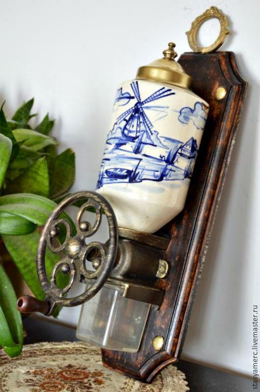 Купить Старинная ручная кофемолка Голландия 2 - кофемолка, кухонный интерьер, кухонная утварь