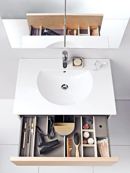 """Waschtisch """"Darling New"""" ist schön schlicht und bietet viel Stauraum für Ihre Badutensilien.  (Waschtisch """"Darling New"""", 63 x 52 cm, ca. 319 Euro, Unterbau """"Delos"""", 45,4 x 60 x 51,6 cm, ca. 834 Euro, Duravit)"""