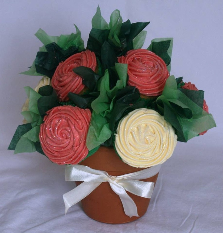 Pink and cream small cupcake bouquet