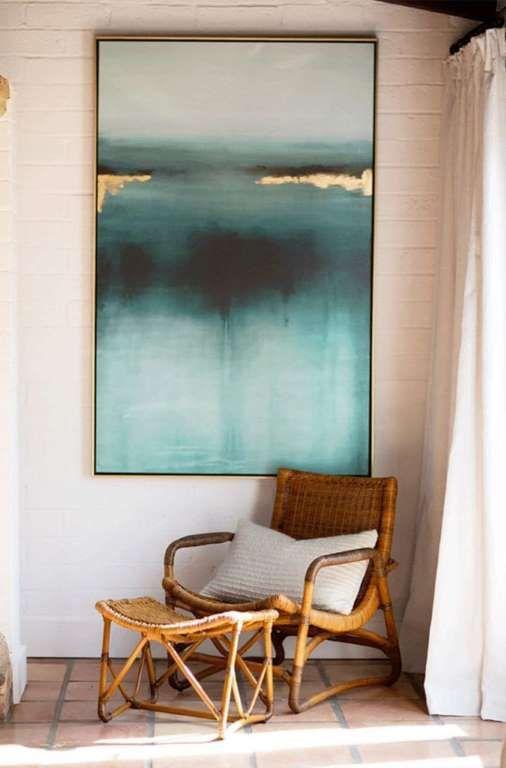 Trois éléments dans ce décor : un immense cadre, un fauteuil et un repose-pied. Si vous n'avez pas b... - Achia Living
