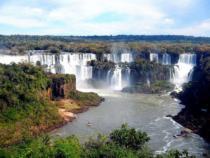 Carnet de voyage de la visite des chutes d'Iguazu côtés brésilien et argentin. Retrouvez nos informations pratiques pour se rendre et visiter les chutes !