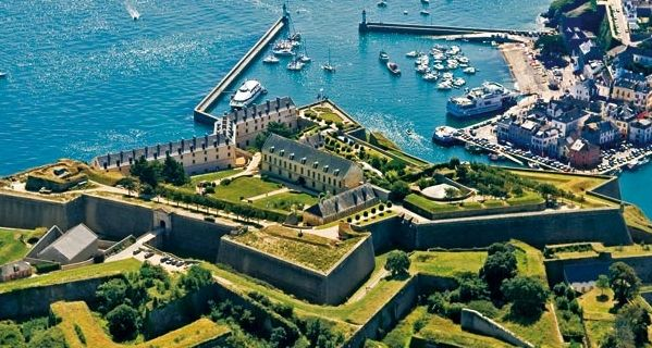 Vue de la citadelle au port de Le Palais - Belle-Ile en mer - Bretagne - France