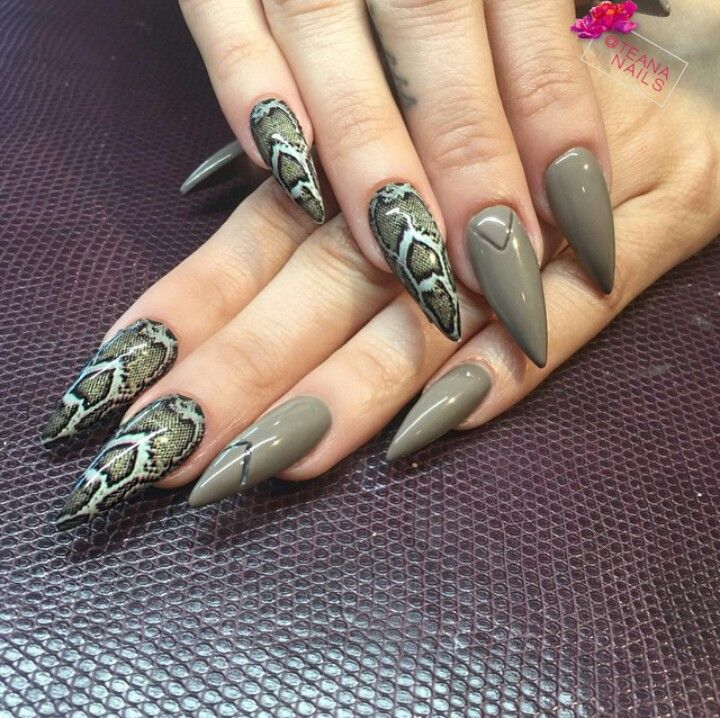 Snake Print Stiletto Acrylic Nails | Snake skin nails ...