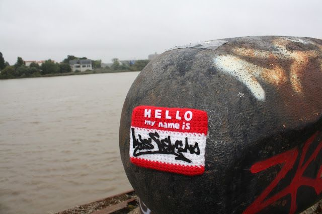 """Stickers """"Hello My Name Is"""" au crochet. Tous droits réservés - Miss Veneno."""