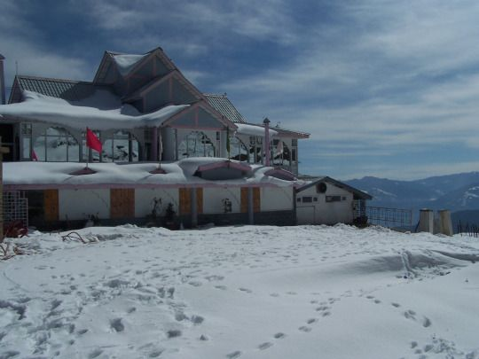 Budget,Cheap and Luxury Shimla Hotel and Resort.One of the Best Resort & Hotel in Shimla Situated at an altitude of 9000 feet in Himalayas surrounded by dense forest and providing noise and pollution free environment. #hotel #shimla #skr #snowkingretreat #resorts