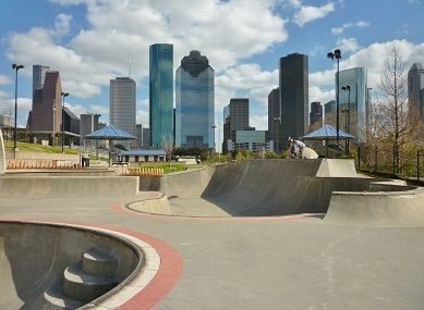 http://www.explorehoustonwithpeggy.com/wp-content/uploads/2016/03/Downtown_Houston_as_backdrop_for_Jamail_Skatepark-1.jpg