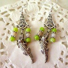 Bijoux fantaisie : boucles d'oreille crocodile et perles vertes et blanches@laboutiquedenath