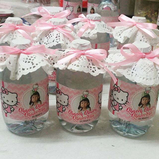 Hello kitty birthday theme, ro water with personalized wrapper #thesweetliciouscandybuffet  #candybuffetkl #candybuffet #eventplanner #kidspartyplanner #birthdayparty #bazaarpaknil #evedeso #eventdesignsource - posted by Thesweetlicious_rose ujang https://www.instagram.com/thesweetlicious_candybuffet. See more Event Planners at http://Evedeso.com