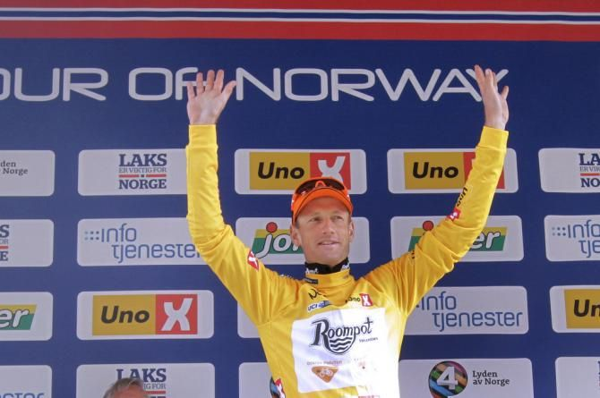 The stage win sees Pieter Weening (Roompot Oranje Peloton) move into the yellow jersey.