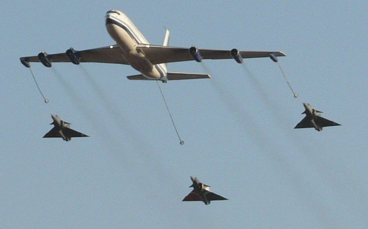 South African Air Force B707 refueling simulation with 3 Cheetah's.