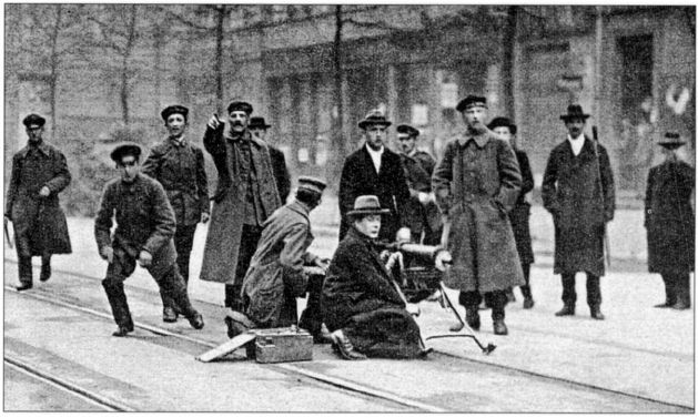 German soldiers and civilians man a machine gun during the Spartacist Uprising, January 1919