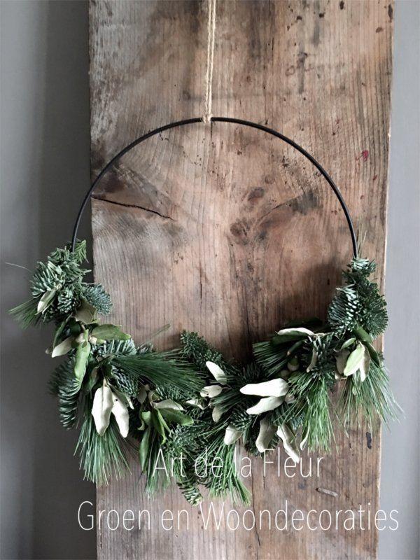 Zwart Metalen Ring Opgemaakt Met Div Soorten Groen 45 Cm Kerst Groendecoraties Art De La Fleur Groen Wo Kerst Doe Het Zelf Decoratie Kerst Kerst Ornament