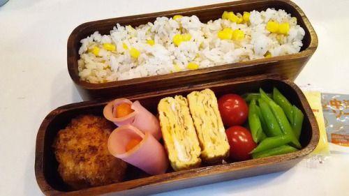 posted by @hiroko_13d 今日のお弁当コーンピラフメンチカツハム巻き玉子焼きいんげん#お弁当...
