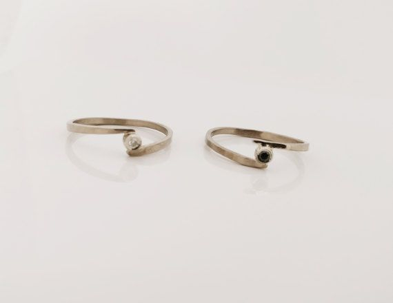 Unieke 18K wit gouden ring. Ring met briljant witte 0,025ct Si FG of zwarte 0,03ct DIAMANT. Kleine diamant ring. Dubbele ring. Alternatief