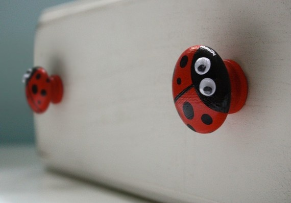 ladybug kitchen - ladybug knobs what a good idea