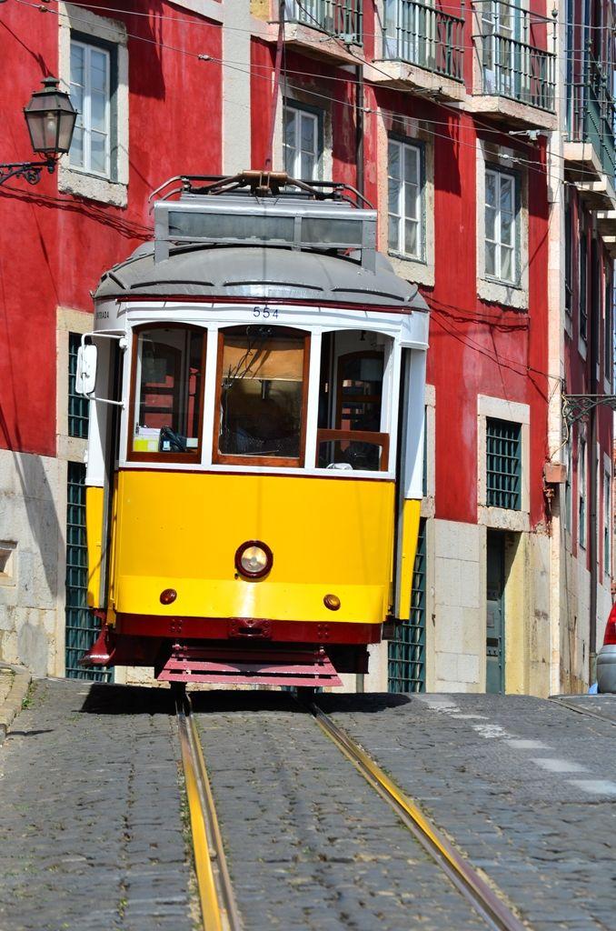 Lisnon electric tram