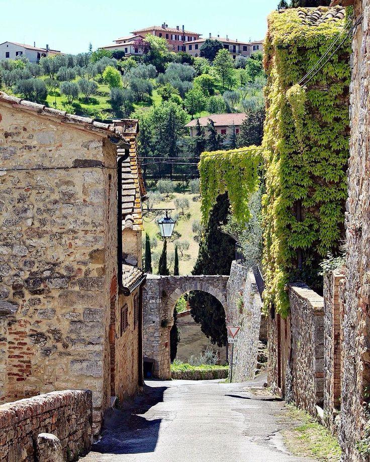 •Rocca d'Orcia• . . . #toscana #tuscany #italy #ig_italia #igersitalia #ig_toscana_ #ig_tuscany_ #igerstoscana #loves_united_toscana #vivotoscana #volgotoscana #volgoitalia #thehub_toscana #discovertuscany #borghitalia #yallersborghi #yallerstoscana #instatuscany #visittuscany #lovefromtuscany #love #picoftheday