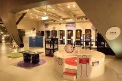茨城県日立市にある日立シビックセンター科学館は遊んで学べる科学ミュージアムです  館内は8階の科学館9階の天球劇場10階の屋上庭園に加え地下1階にミュージアムショップを完備 お絵かきロボットやドリームライドブルといったアトラクションのほか目の錯覚を利用したマニエリスムの回廊などの感覚の不思議が体験できるコーナーも人気です  天球劇場では最新のプラネタリウム機器を利用し迫力満点の宇宙空間を再現 プラネタリウムと一緒にお楽しみライブなどが開催されることもありますのでお出かけ前にはぜひチェックしてみてください tags[茨城県]