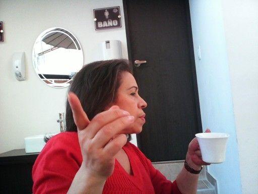 Disfrutando de un delicioso cafe.