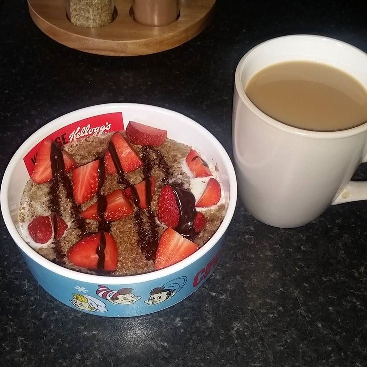 Breakfast. Weetabix flaxseed milk strawberries & choc shot. #happyhumpday #weightloss #slimmingworld #recipeideas #fitness #transforming #slimmingworldfriends #slimmingworlduk #slimming #healthy #healthybalance #happy #fitfam #goals #summerbody #byebyefat #nonescalevictory #fattofit #clean #nsv #motivation #progress #caloriecounting #diet #flexisyns by weightloss_blondie
