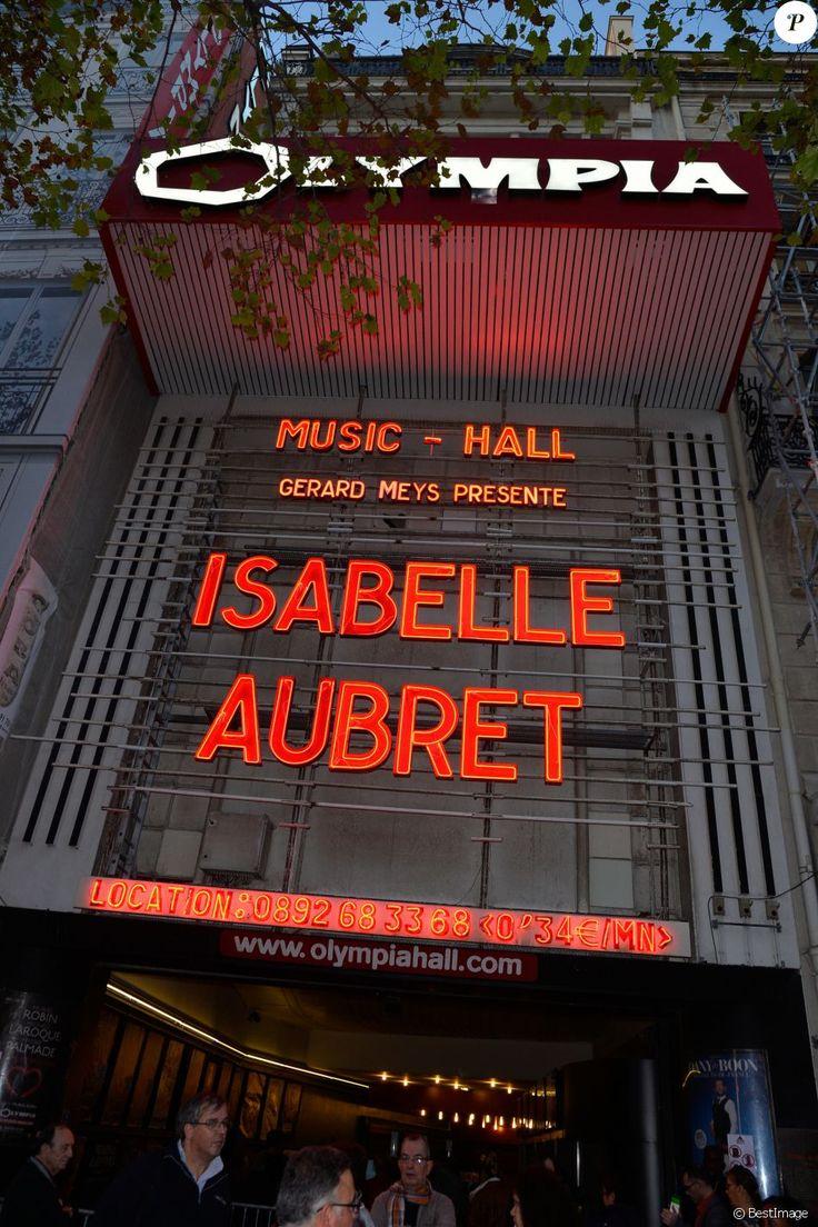 Semi-exclusif - - Arrivées des people pour les adieux de la chanteuse Isabelle Aubret sur la scène de l'Olympia à Paris le 3 octobre 2016. © Coadic Guirec/Bestimage03/10/2016 -