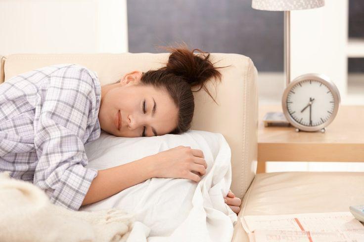 Dormir de bruços é a pior posição para a saúde!  Crédito: Shutterstock