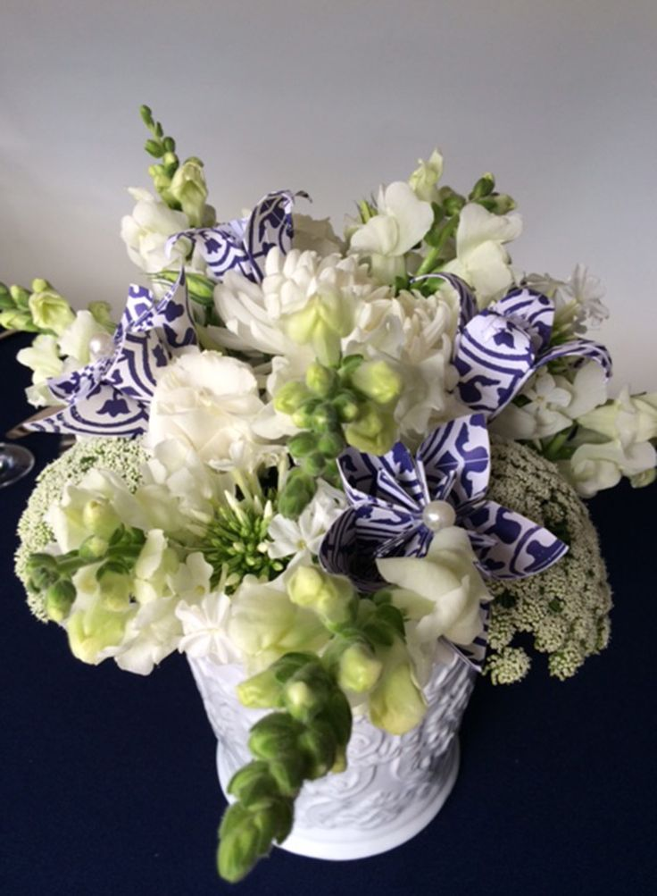 Blue and white origami flowers to spice up a bouquet of white flowers  Photos by: Natalie Gabriels. Decor styling & Flowers: DiNique Emporium