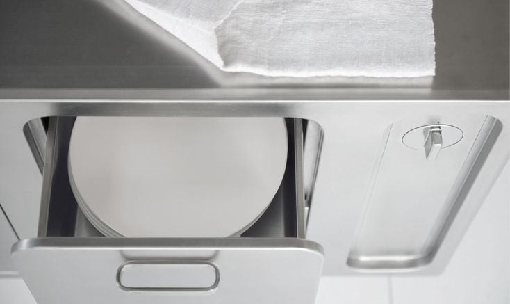 Heated drawers underneath the work surface, allowing for an optimal preparation of dishes before serving. #Abimis #Kitchen #Design #Architecture #Architecturlovers #Designforlife #Lovedesign #Inspiration #Inspirationfurniture #Inspirationdesign #Kitchendesign #Stainless
