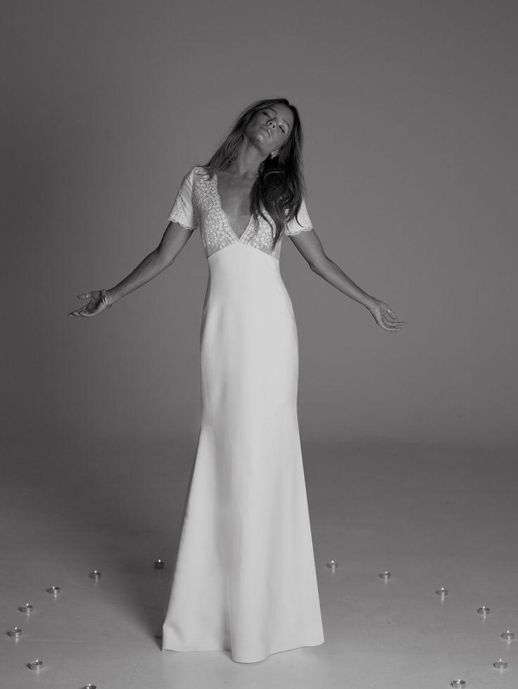 Tasha de Rime Aroday Mystical Love. Robe coupe empire en crêpe lourd et tulle brodé fleuri, manches courtes & modestie.