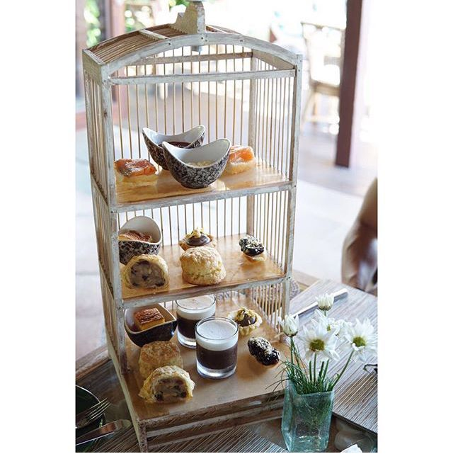 Afternoon Tea is served!  Great photo : @feliciagoenawan